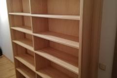 Bücherregal in Esche