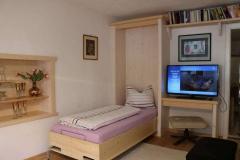 Schlafzimmer mit ausklappbett